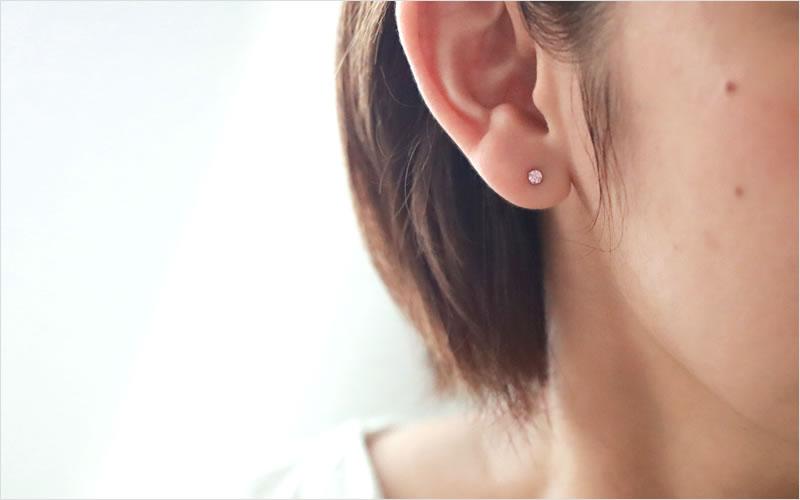 耳モデル写真正面